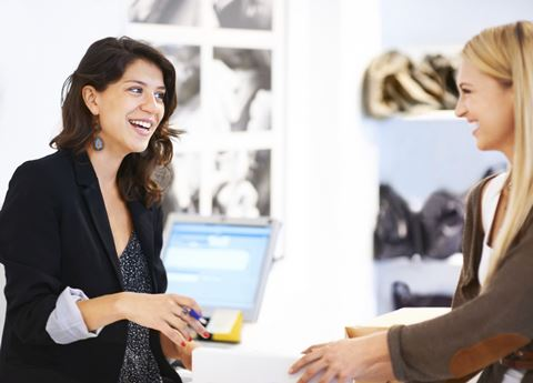 How connected store associates can dramatically improve omnichannel retail experiences